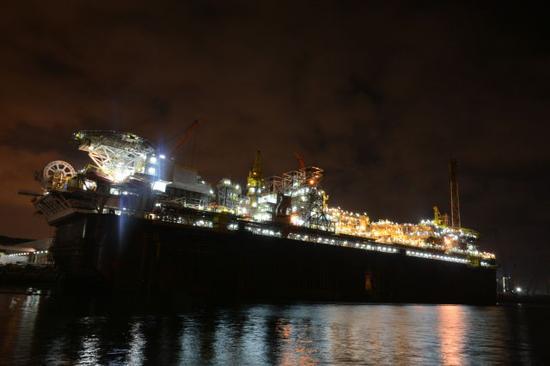 P67停泊在海油工程青岛场地码头