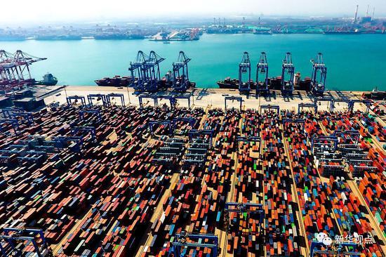 这是2018年5月4日无人机拍摄的青岛港前湾自动化集装箱码头。新华社记者郭绪雷摄