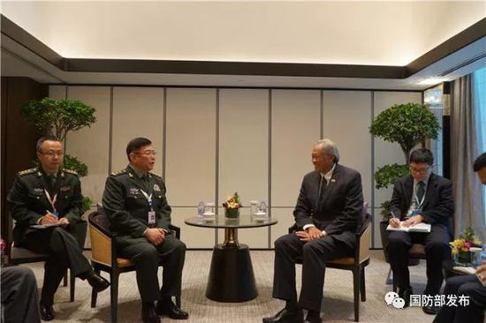 何雷会见新加坡国防部长黄永宏
