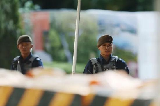▲瑞吉酒店外廓尔喀士兵(摄影/环球时报 崔萌)