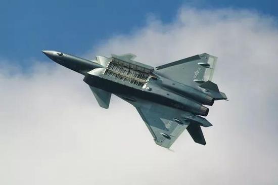 要适应歼-20这样隐身战机的内置弹仓,务必要实现巡航导弹的小型化