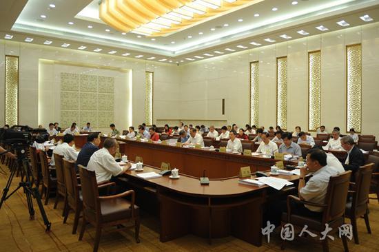 6月22日上午,全国人大常委会分组审议现场