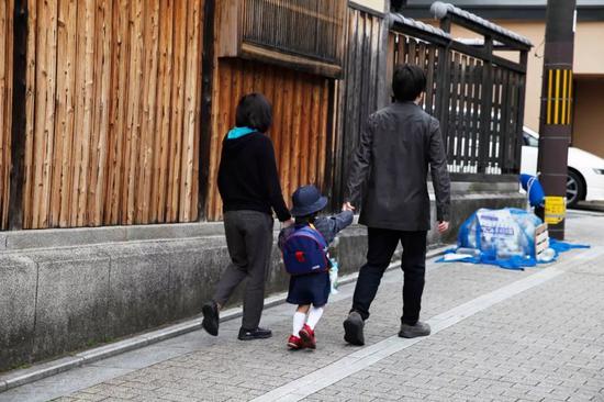 ▲很多日本女性認爲應該先改善社會環境來解決少子化問題,而不是呼籲女性多生。圖據東方IC