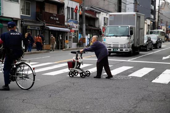 ▲日本少子化及老齡化趨勢均愈發顯著。圖據東方IC