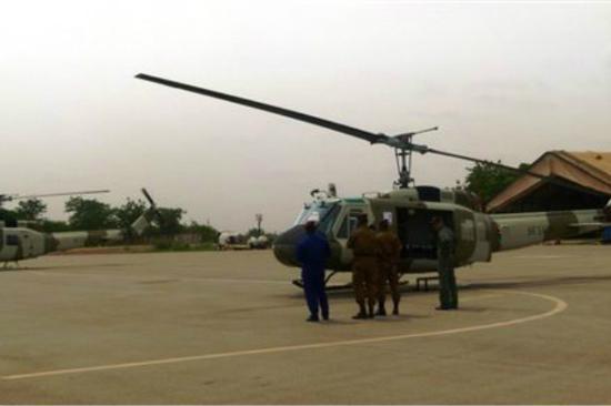 图为台当局向布基纳法索赠送的直升机。(图片来源:台媒资料图)
