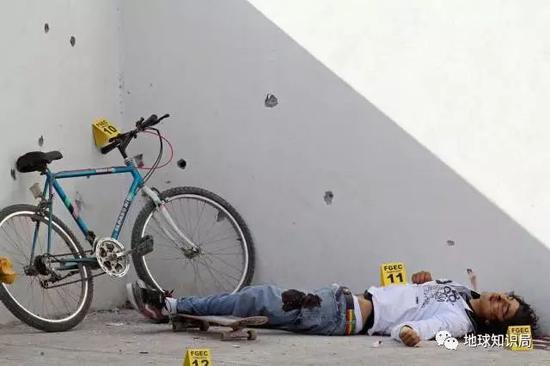 被枪杀的女性