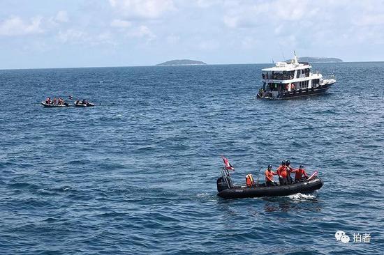 △ 事发地点,三艘救援船只在配合救援。