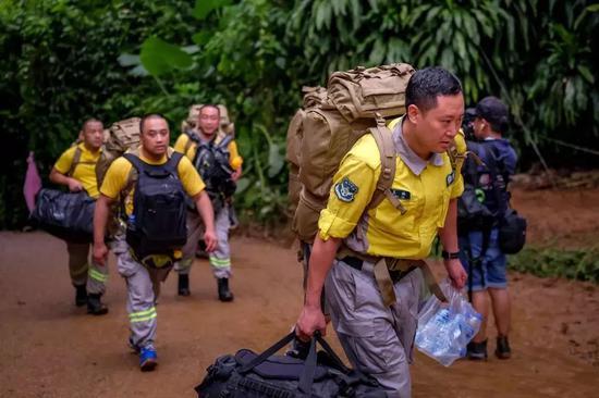 中國救援隊抵達。圖片來自視覺中國