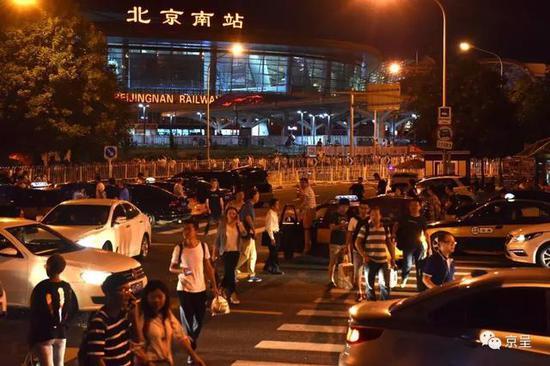 深博狗体育夜北京南站出租变黑车 25公里路程叫价300(图)