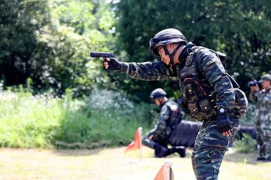 △图为武警丽水支队训练现场