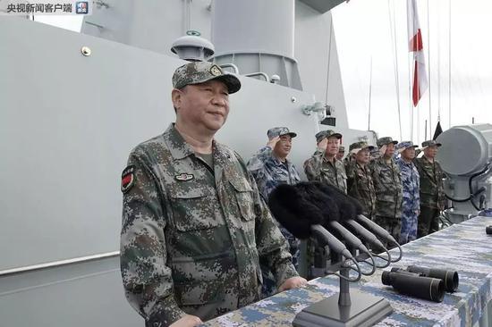 △习近平在南海检阅部队