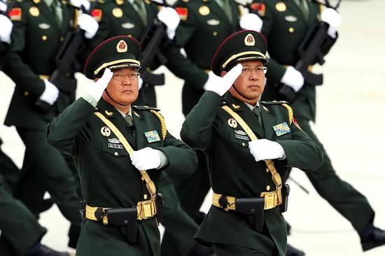 王印芳(左)与王成蔚