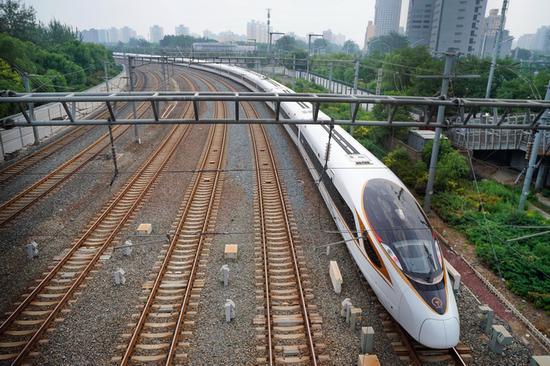 北京有望下月乘高铁去香港:最快9小时 票价约1千