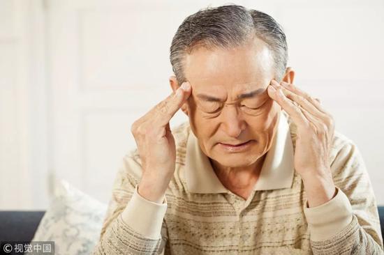 老伯突然腰疼不在意 咬牙坚持一周结果丢了左肾