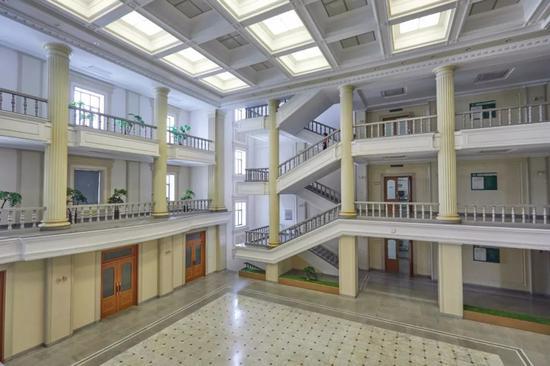 金日成綜合大學第二教學樓內景