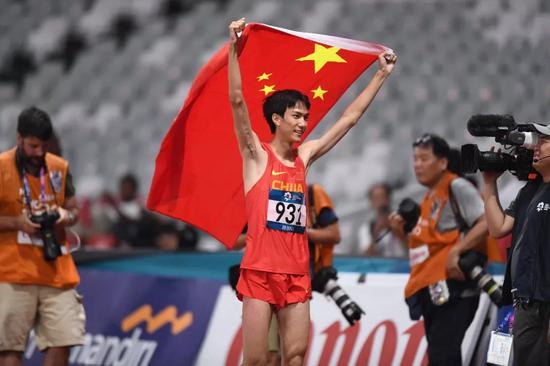 ▲当地时间2018年8月27日,印尼雅加达,2018雅加达亚运会男子跳高决赛,王宇夺冠。图据东方IC