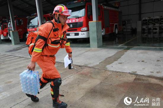 云南墨江发生5.9级地震 省消防部队出动145人8犬