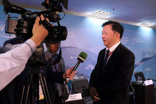 中国中央广播电视台总台长慎海雄接受RT电视台记者采访