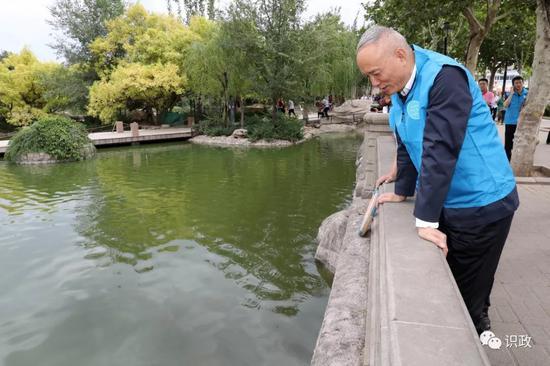察看天通藝園人工湖水質改善情況