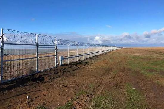 ▲克里米亞與烏克蘭邊境的隔離牆(BBC)