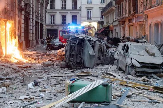 巴黎爆炸意大利记者满面鲜血 用手机拍下现场视频|爆炸|燃气泄漏|巴黎
