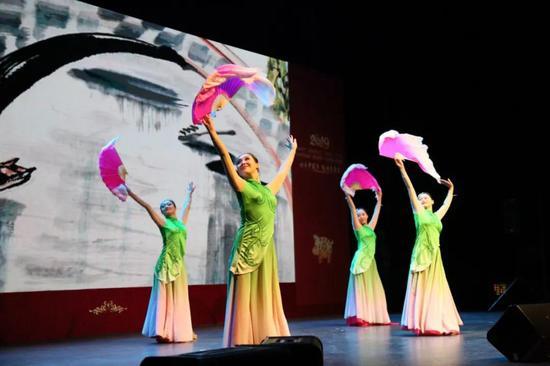 来自北京的舞蹈《人间四月天》