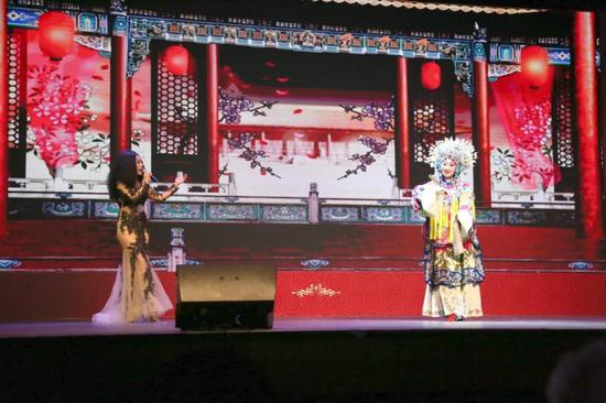 一曲《梨花颂+雪绒花》将中国传统京剧与西方现代歌曲完美融合