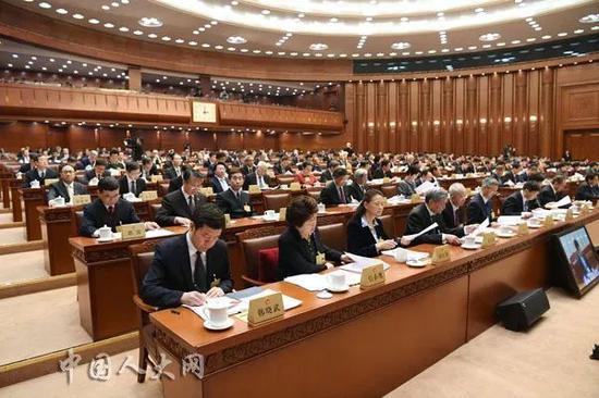 ▲1月29日下午,十三届全国人大常委会第八次会议举行第一次全体会议。(中国人大网)