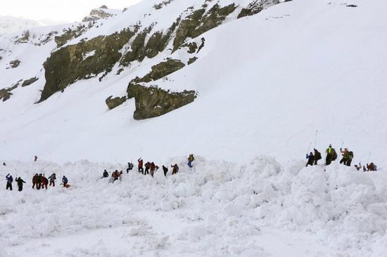 雪崩后的场景 (图源:外媒)