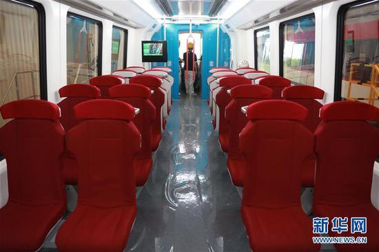 中国首列2.0版商用磁浮列车内部