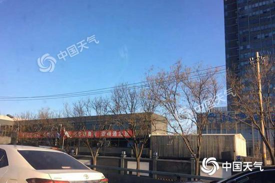 今天早晨,北京天氣晴好,風力較大。