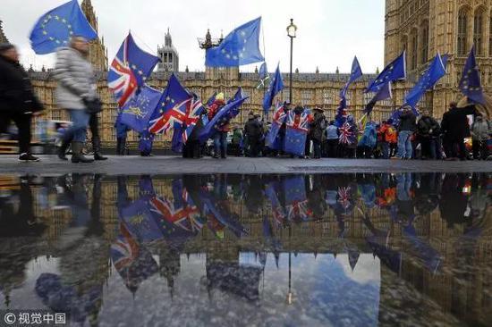 ▲3月12日,英國倫敦,反對英國脫歐的抗議者在議會大廈外示威。
