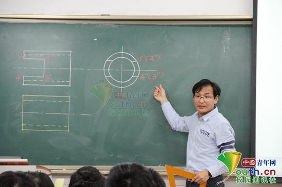 图为李小号在课堂上。受访者供图