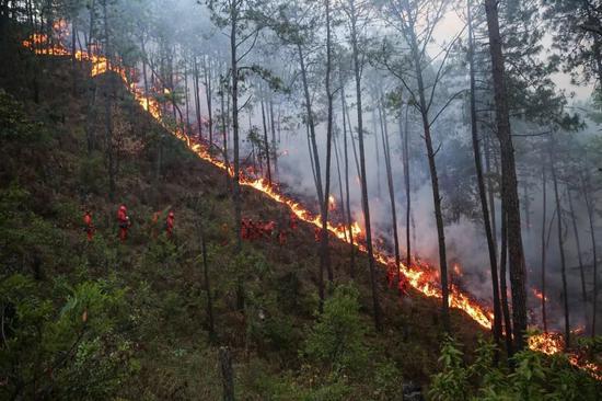 木里火灾30位救火英雄牺牲 最小的18岁有的刚新婚