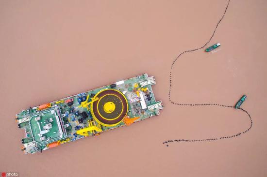 ▲航拍海面上的海纜施工船(東方IC)