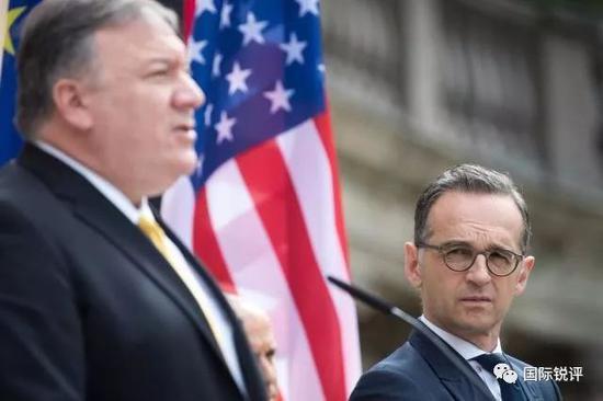 (5月31日,在德國柏林,德國外長馬斯(右)與到訪的美國國務卿蓬佩奧會談後出席聯合記者會。 圖片來源:新華社/法新)