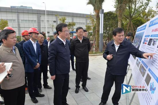 王宁调研中国·福州物联网产业创新发展中心。张人峰/摄