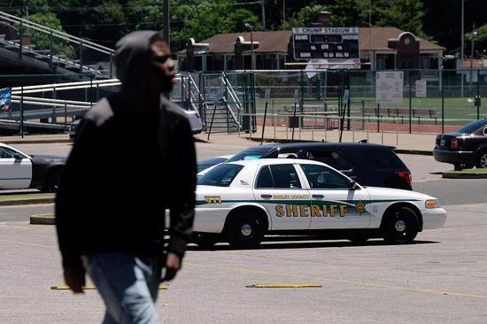 當地時間6月12日,美國南部城市孟菲斯因法警槍殺一名年輕黑人引發暴力衝突,造成至少24名警察受傷。/視覺中國