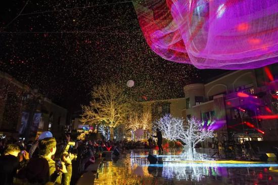 第十届北京蓝色港湾灯光节。中新社记者 贾天勇 摄