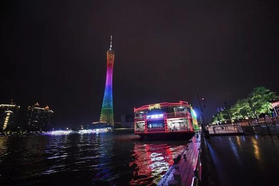5月9日,广州珠江红船上正在上演粤剧《月圆花好》。中新社记者 姬东 摄