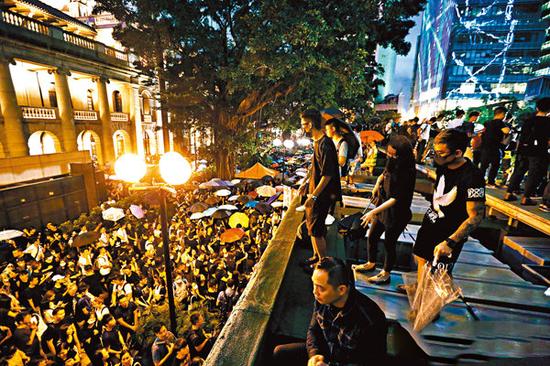 王若愚:暴力如潮涌 香港公务员政治中立何去何从|暴力