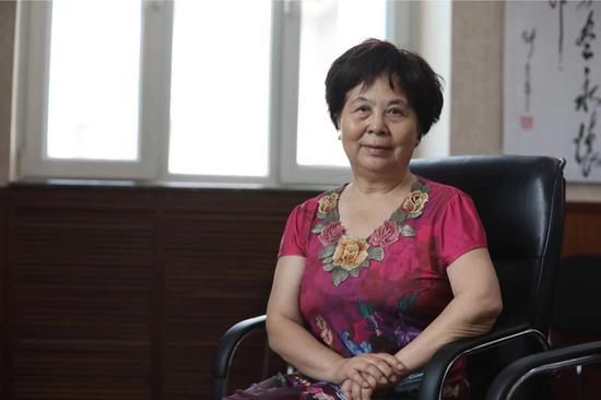 7月11日,李佩生前的秘书李伟格接受新京报记者采访。 新京报记者 王飞 摄