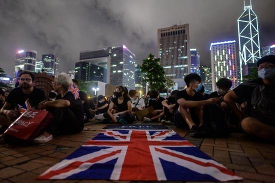 香港又有人打英美国旗 忘了早被打脸?|香港