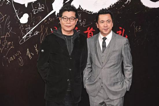 2015年12月20日,王忠军(左)、王忠磊出席电影《老炮儿》首映礼。图/视觉中国