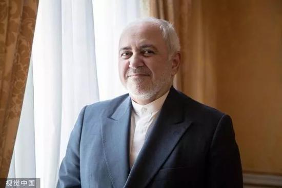 ▲8月23日,法国巴黎,伊朗外交部长扎里夫在伊朗驻法使馆接受采访。