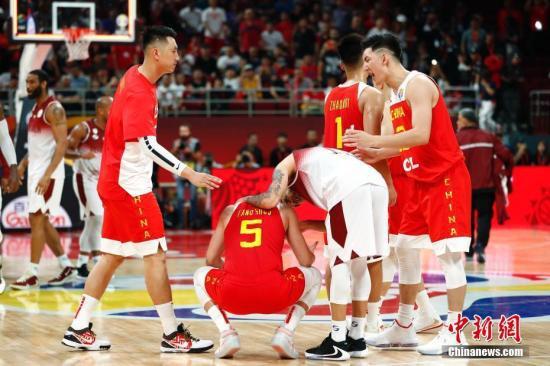 9月4日,中国队赛后离场。当日,正在北京停止的2019年国际篮联篮球天下杯A组小组赛中,中国队59:72没有敌委内瑞推队。 中新社记者 富田 摄
