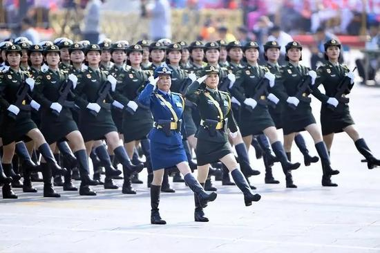 那是女兵圆队。新华社记者 王建华 摄
