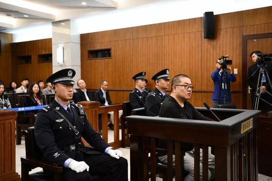 孙小果再审案件开庭。