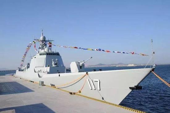 """""""西宁""""号导弹驱逐舰"""