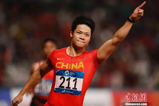 资料图:苏炳添在亚运会田径男子百米项目中夺魁。中新社记者 杜洋 摄